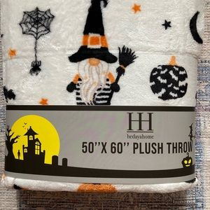 """NWT Plush Throw 50""""x60"""" with Gnomes and Pumpkins"""